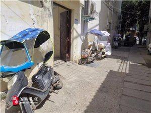 街头实拍!亚博体育yabo88在线这些骑电动车的人行径令人气愤,而他们却不以为然...