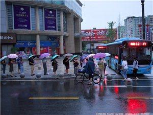 在雨中~��拍雒城,�便��你��看看�@座城市今天的�幼樱�D片)