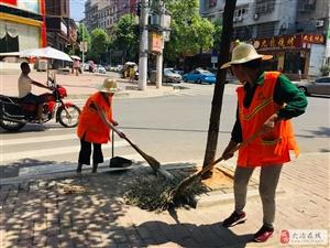 """环卫工人:为提高城市""""颜值""""而坚守"""