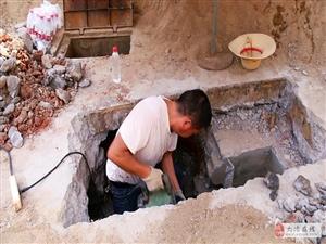 自来水管网维修工:战高温 保供水