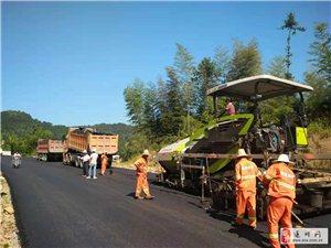 公路人酷暑施工忙,G220�|深�吉安段新建�目主�w工程竣工