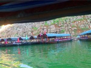小小三峡的乌篷船
