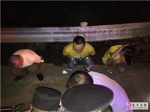 吸毒被抓!盐亭两名吸毒人员在松垭被抓,包内搜出冰毒、吸毒工具、管制刀具