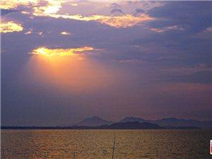 2019,落日武昌湖