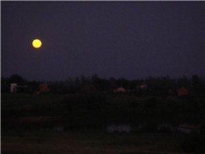 乡村的月亮