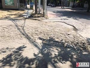 新居村进看守所路口路面损坏
