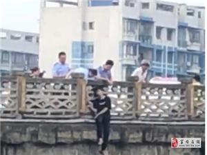 台湾快三app下载官方网址22270.COM顺红旗大桥有人跳河,警察紧急出动。