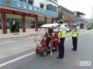 交警大队两河中队开展非机动车交通违法行为整治