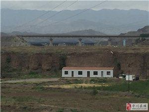 平川区环城北路穿越王家山铁路专用线公铁立交桥施工中