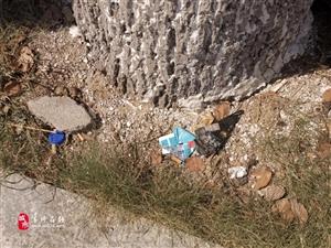 官方回复!在潢川公交站牌附近乱扔垃圾的行为将被...