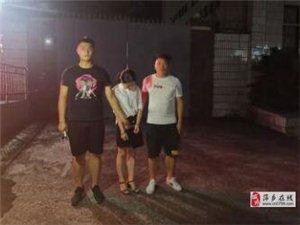 萍乡一女子暴力拒拆遮阳伞,辱骂还挥起U型锁砸向交警