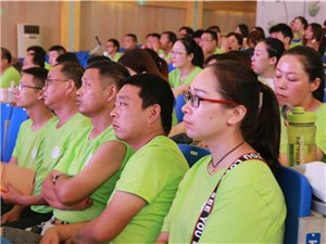 近日,潢川县黄冈实验学校200余名教师齐聚一堂,只因……