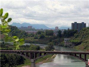 酉水河上龙凤大桥前后变迁