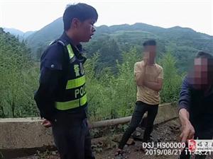 交通�`法�辱�R挑�民警,父子�z�p�p被行拘!