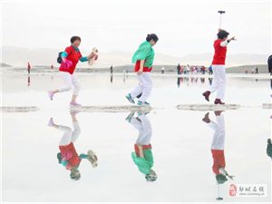 2019:邹城美利达车友在茶卡盐湖合影!