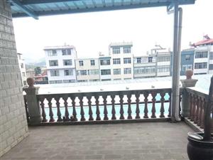 建水县南庄镇农贸市场内商铺带住房出售
