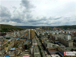 【70年巨变】航拍张家川县城中心标志性建筑大家还认识吗?
