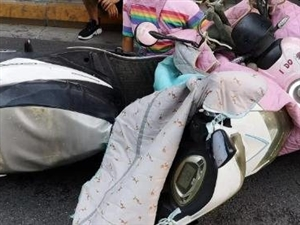 早上汉中两电动车相撞