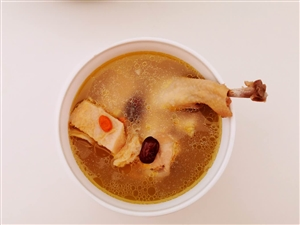 【美食DIY】吃剩的榴莲壳千万不要扔,煲在鸡汤里超养胃!