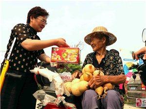 """临泉""""葫芦王""""带着一提包钱到""""穷亲戚""""家收葫芦"""