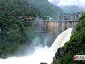 应对强降雨汉中石门水库开启2个大孔口泄洪