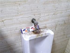 江阳区鸭儿凼菜市场厕所(公厕)脏乱差