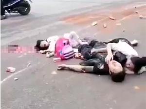 网传恩施女儿城外面发生车祸!