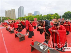 我市举办首届青年汉式集体婚礼 70对新人接受祝福
