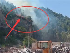 寻乌河岭发生火烧山,现场火势凶猛,浓烟滚滚!天气干燥,请注意防火安全!
