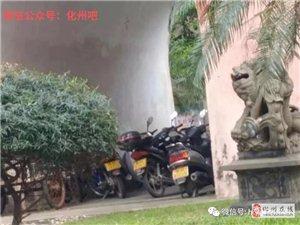 """化州名胜古迹""""鼓楼""""乱象屡禁不止!网友:是垃圾中转站还是停车场?"""