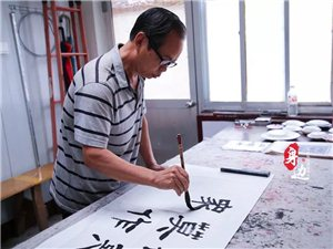 """【身边】第28期:博兴66岁老教师退休不""""褪色""""余热再生辉!坚持赤脚走路,影响……"""