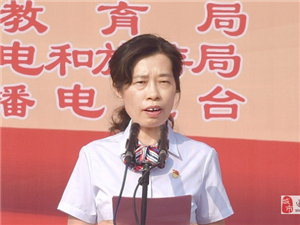 """遂平�h�c祝新中��成立70周年""""我和我的祖��""""大型群�歌�活��"""