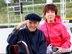 96岁王钦明抗战老兵向祖国70周年华诞献礼
