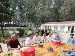 市人大常委会副主任、县委书记姬脉常重阳节前夕慰问百岁老人和敬老院老人