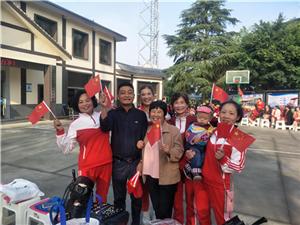 彭山�^彭溪街道�d崇村�g�c新中��成立七十周年