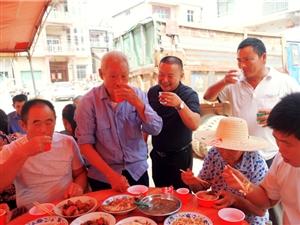 【��l】王�海兄弟�[下敬老宴,百多位老人喜迎重��