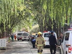 【突�l】安�一居民家中�l生爆炸,1人死亡、2人受��