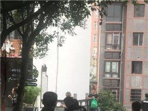 【社区快讯】老街D5起烟雾,业主需关注厨房消防安全