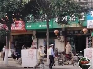 """潢川�S�M路上的�@��交警,""""看看你干的好事""""!都被路人拍下�砹�..."""