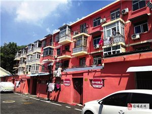 老旧小区换红装,昔日街巷展新颜