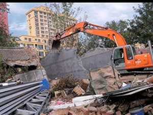 重拳出�簦〔┡d3��`法建筑被拆除,拆除建筑面�e524平方米!
