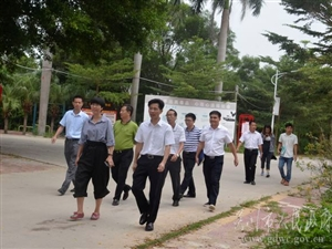 吴川市委书记调研人居环境整治工作