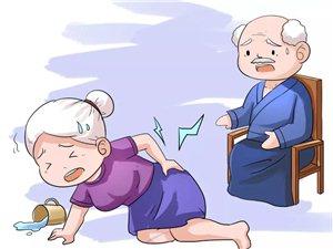 老人骨质疏松跌倒易骨折!康复医学专家建议这样预防
