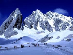 �楹沃榉逡驯怀晒φ鞣�,而海拔5596米的玉��雪山�s至今�o人登