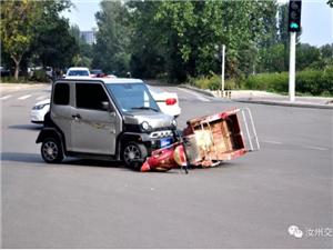 汝州三轮电动车闯红灯酿事故,翻车也是你负全责!