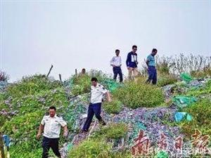 吴川海边垃圾堆成山,形成近一公里垃圾带