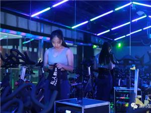 【走近】第43期:潢川00后美女健身教�,�粝胱弑槿�世界!