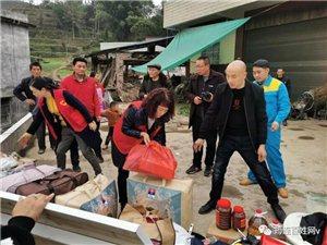 筠连荆花村一户残疾家庭发生火灾后,这群人又大包小包的赶去了!