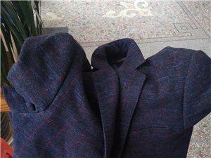失物招领:哪位老板的上衣忘记,都己经半个月了,请尽快来认领!
