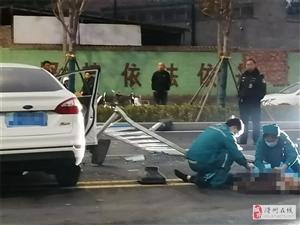 滑�h一�I�撞�o�冢��F�鲆黄�狼藉…